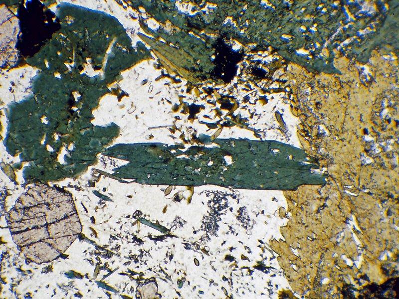 Atlas Of Metamorphic Minerals